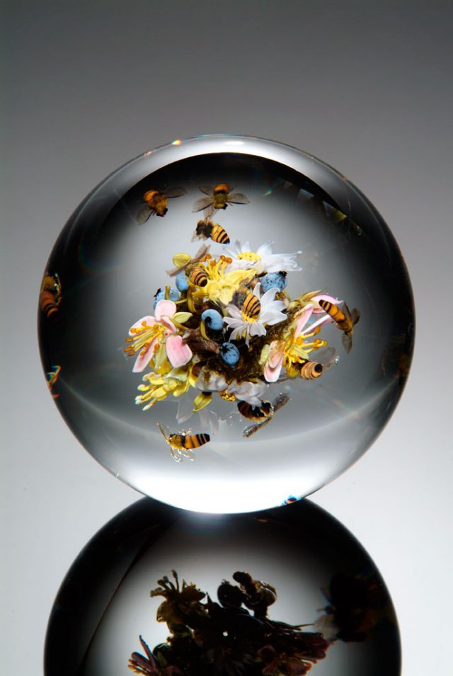 Paul J. Stankard, Swarming Honey Bee Orb, 2005. Schaible photograph