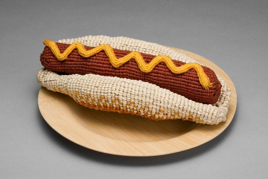 Ed Bing Lee, Hot Dog 1, 2007. Double half hitch knotted waxed linen and cotton