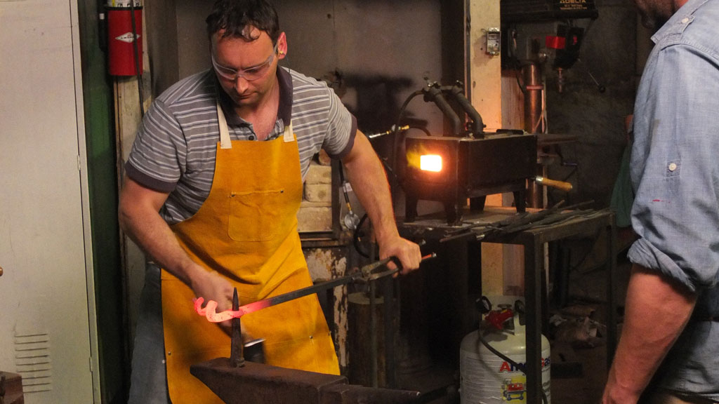 Davide Prete forging, Mark Markley photograph
