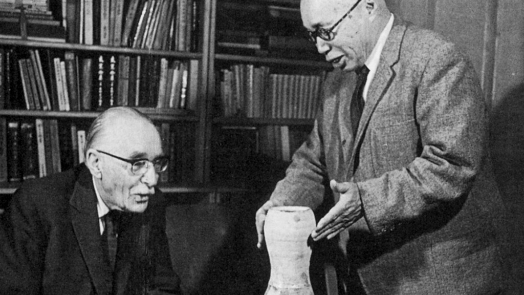 Shoji Hamada discusses a pot with Bernard Leach Yunomi
